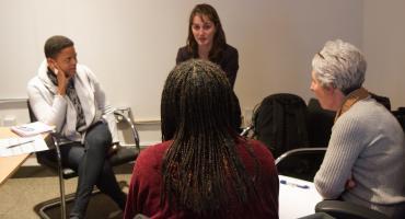 Hoe helpt de dialoogmethode op weg naar zelfbeheer?