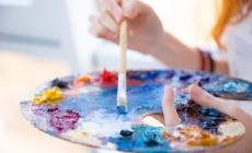 Hand met schilderspalet (mengen)