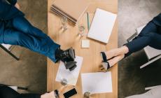 Brainstorm vult rugzak met ideeën