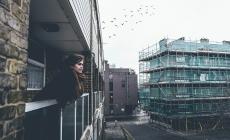 Flatzitvrijdag: levensverhalen verzamelen in een gemiddelde Haagse flat